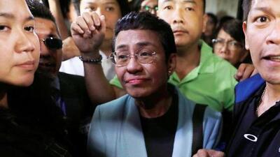 Gobierno de Duterte arresta a la periodista más crítica de Filipinas y luego la libera