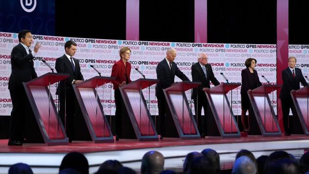 El juicio político contra Donald Trump y la inmigración marcan el sexto debate demócrata