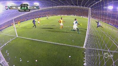 Perdonó Avilés Hurtado tras esta gran jugada de Rogelio Funes Mori