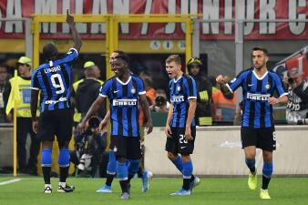 En fotos: Inter vence a Milan en San Siro 2-0
