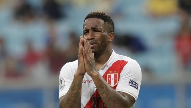 Jefferson Farfán, delantero peruano, padece el COVID-19
