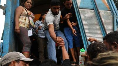 Chaos on the caravan: migrants in Mexico struggle to find transport to border