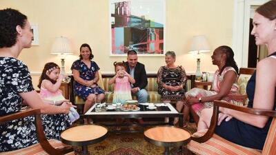 Primera dama de Nueva York se reunió con el ecuatoriano arrestado en una base militar