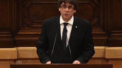 El presidente de Cataluña dice que se ha ganado el derecho a la independencia, pero suspende la declaración para abrir un diálogo