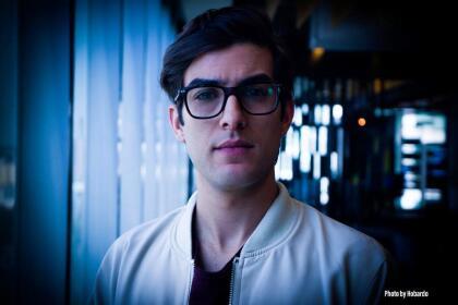 """<b><a href=""""https://www.univision.com/temas/juan-pablo-gil"""" target=""""_blank"""">Juan Pablo Gil</a> </b>interpreta a Jorge Garza, el hermano de Miguel, un muchacho tímido y con un secreto que lo atormentará."""