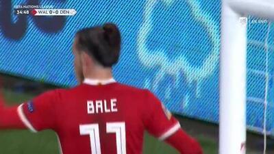 Tiro desviado de Gareth Bale