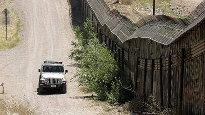 Congresistas proponen impuesto del 2% a las remesas para financiar construcción del muro fronterizo