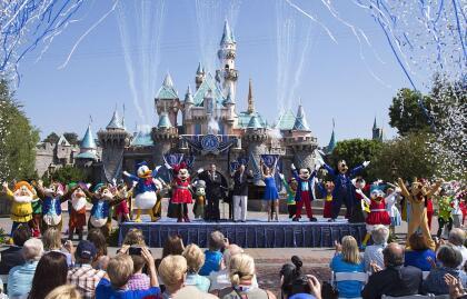 """Funcionarios de la Compañía Diseny anunciaron un  <b>plan para reanudar las operaciones de los parques temáticos Disneyland, California Adventure ubicados en en Anaheim, <a href=""""https://www.univision.com/temas/california"""">California,</a> el próximo 17 de julio</b>."""