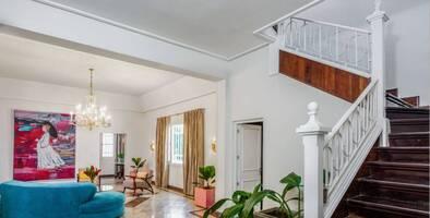 Nieta de Raúl Castro cambia su nombre en Airbnb para seguir alquilando su mansión en Cuba