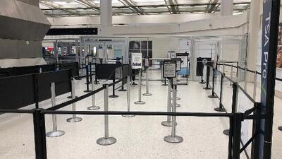 Sigue cerrado este lunes el punto de control de seguridad de la terminal B del aeropuerto Bush