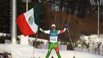 Volvió el héroe mexicano que ondeó la bandera en los Juegos Olímpicos de Invierno