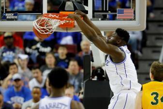 Apenas un año en el básquetbol colegial para Zion Williamson: va al Draft de la NBA