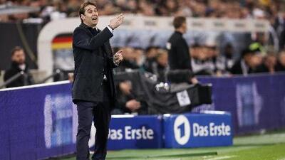 Técnico de la selección española defendió a Osorio, pero no quiso valorar sus métodos con el Tri