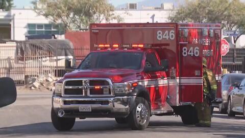 Más de 30 bomberos fueron necesarios para sofocar un incendio en Los Ángeles