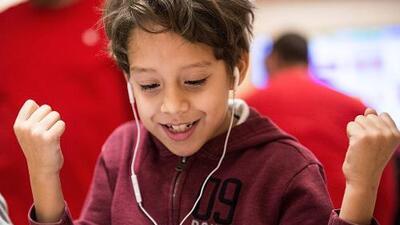 Las calificaciones no necesariamente son la mejor manera de saber cómo le va a tu hijo en el colegio