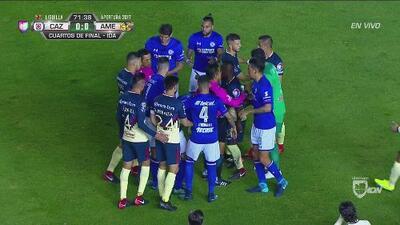 Connato de bronca entre Silva y Aguilar