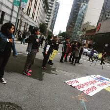 EN FOTOS: Decenas protestan contra las redadas en San Francisco