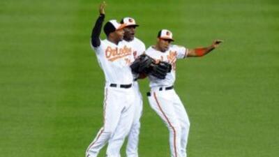 Machado y Davis pegan jonrones y Orioles sigue cerca de Yankees en el Este de la Americana