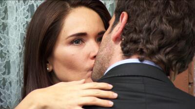 Los besos de María Dolores rompen y rompen corazones