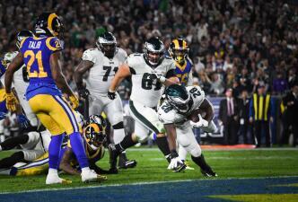 Los Eagles resurgen con Nick Foles y vencen a los Rams para seguir aspirando a Playoffs