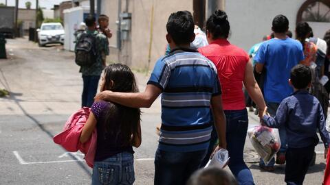 Denuncian que ICE presionó a padres indocumentados separados de sus hijos para firmar documentos que no entendían