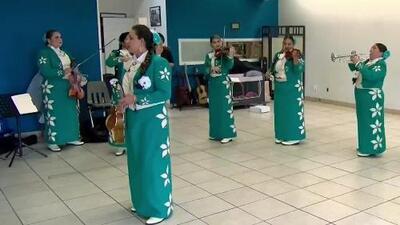 """""""Tenemos un blanco que es la vestimenta mexicana"""": mariachis manifiestan miedo tras el tiroteo en El Paso"""