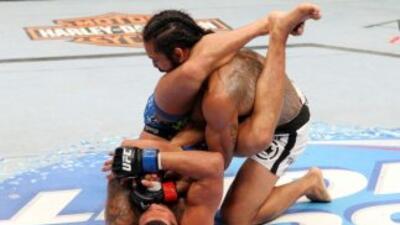 UFC 164: Anthony Pettis sorprende a Ben Henderson y es el nuevo campeón de los ligeros
