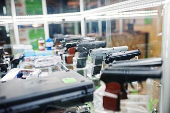 Estas son las nuevas leyes en Texas que permitirán armas en iglesias y terrenos escolares