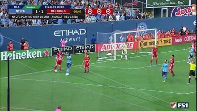 ¡Milagroso Manotazo! David Villa la baja de pechito, dispara, pero Luis Robles le niega el gol