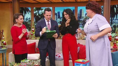 Francisca terminó conmovida y Carlitos casi bizco gracias a este regalo de Navidad (cortesía de Doña Meche)