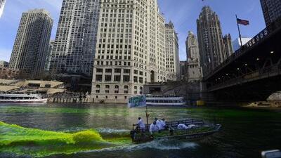 El río Chicago se pinta de verde para celebrar San Patricio