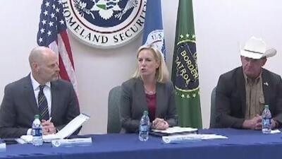 Autoridades locales se reúnen con la secretaria de Seguridad Nacional para hablar de la frontera