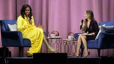 ¿Qué nos quiso decir Michelle Obama con sus arriesgadas botas largas y tornasoladas?