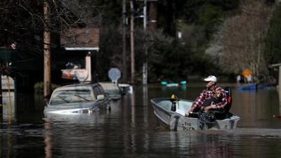 La tragedia se repite: este hombre perdió una casa en los incendios y otra con las inundaciones de California