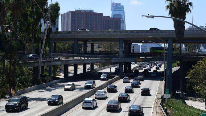 Conoce cómo está el tráfico vehicular en las principales vías de Los Ángeles este jueves en la mañana