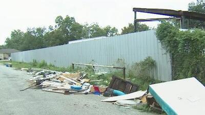 Anuncian campaña para ponerle fin al vertido ilegal de basura en las calles de Houston