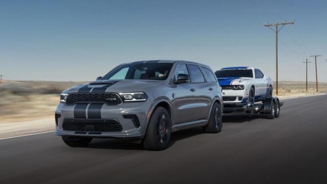¿Un 'muscle car' con tres filas de asientos? Así es la SUV más poderosa del mundo