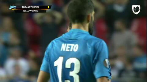 Tarjeta amarilla. El árbitro amonesta a Claudio Marchisio de Zenit St Petersburg