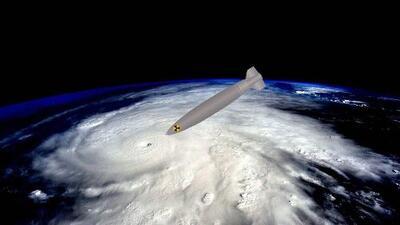 Trump propone detonar una bomba nuclear en los huracanes para que no lleguen a EEUU