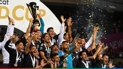 """""""Con cerveza en la mano y la bocina a todo lo que da"""": la Selección Mexicana inició los festejos en el vestidor"""