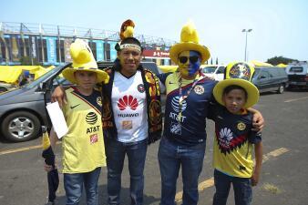 Rumbo al Azteca, los aficionados de América y Cruz Azul preparan la fiesta