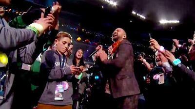 ¡Que siempre sí! El millennial del celular sí sabía quién era Justin Timberlake y hasta se sacó una selfie