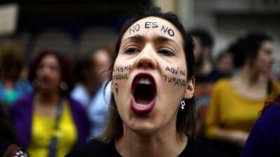 Indignación en España por fallo judicial en un caso de violencia sexual en los San Fermines