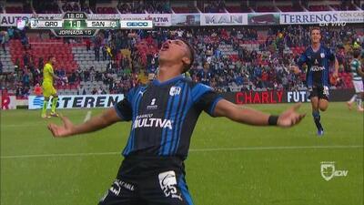 Apareció completamente solo Alexis Pérez y marcó el primero