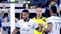 Cristian Espinoza sorprende al portero y por poco hace un golazo