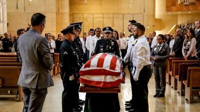 En fotos: multitudinario funeral del oficial de LAPD Juan José Díaz