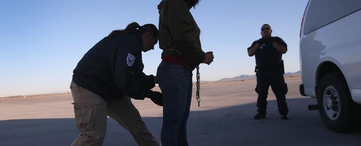 Qué indocumentados se benefician de la suspensión temporal de deportaciones
