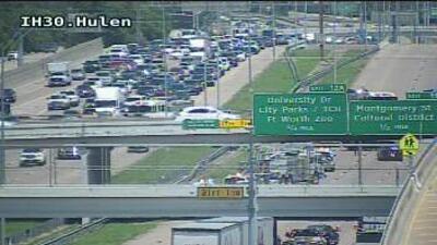 Accidente obliga el cierre de la interestatal 30 en Fort Worth