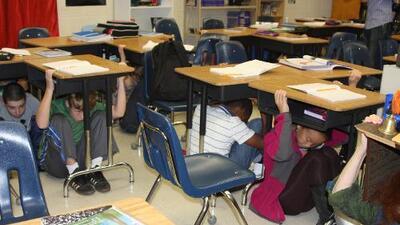 Realizan simulacro en escuelas de California a 30 años del terremoto de Loma Prieta