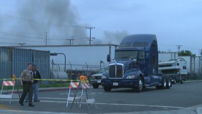Bomberos controlan incendio, pero limitan el paso por riesgos de salud